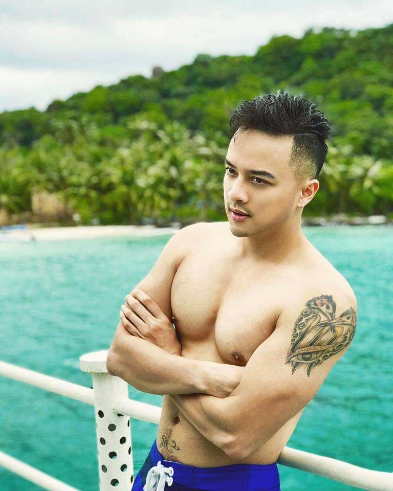 cao thai son chup anh ban nude khoe body nam than, triet ly ve dan ong hinh anh 3