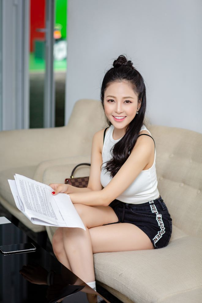 hot girl world cup tram anh sexy ben cu trong xoay sau on ao yeu pew pew hinh anh 1