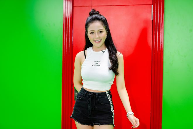 hot girl world cup tram anh sexy ben cu trong xoay sau on ao yeu pew pew hinh anh 5