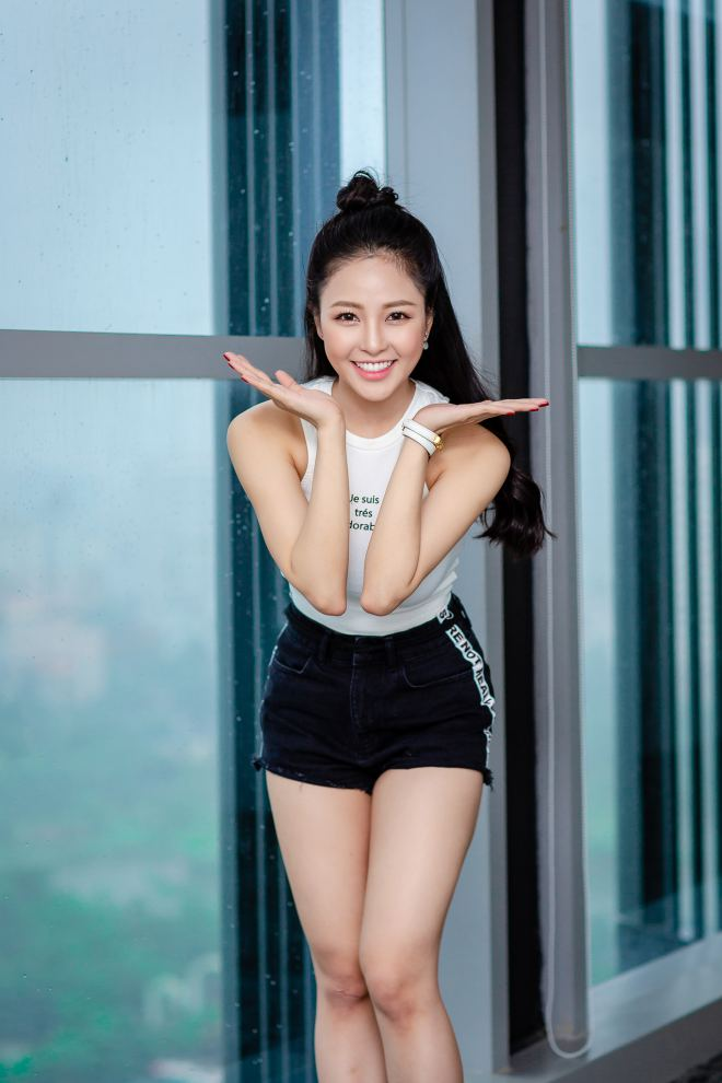 hot girl world cup tram anh sexy ben cu trong xoay sau on ao yeu pew pew hinh anh 3