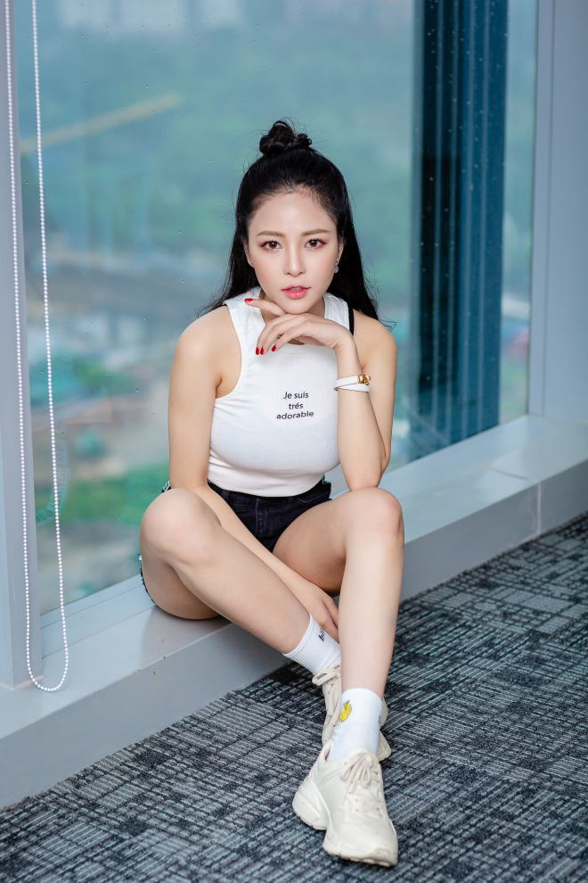 hot girl world cup tram anh sexy ben cu trong xoay sau on ao yeu pew pew hinh anh 9