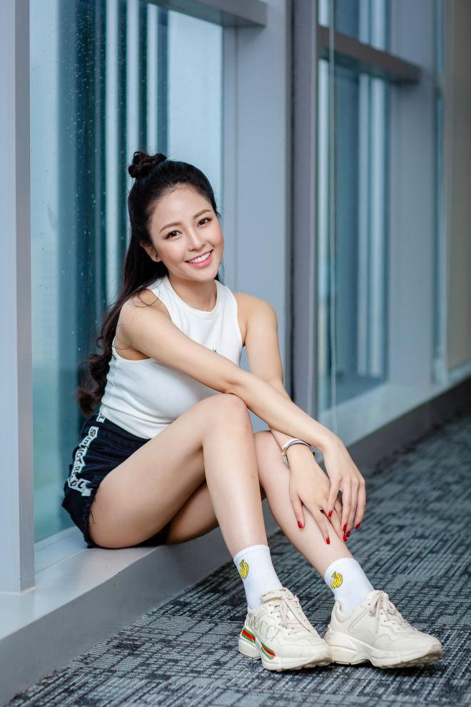 hot girl world cup tram anh sexy ben cu trong xoay sau on ao yeu pew pew hinh anh 10