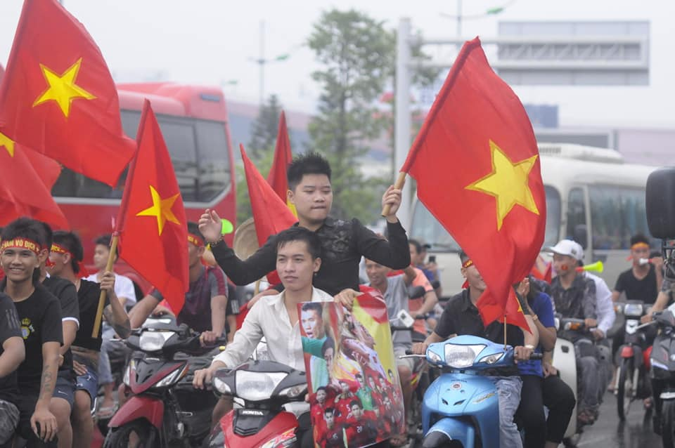 anh, clip: may cay xuong duong don olympic viet nam ngay tro ve hinh anh 9