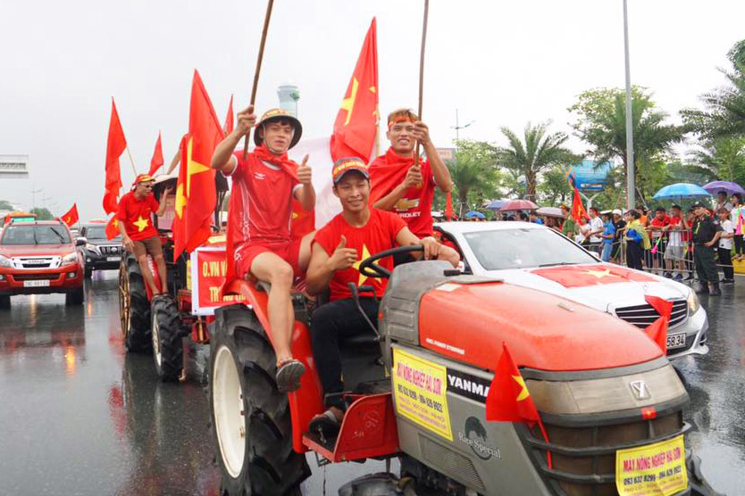 anh, clip: may cay xuong duong don olympic viet nam ngay tro ve hinh anh 4