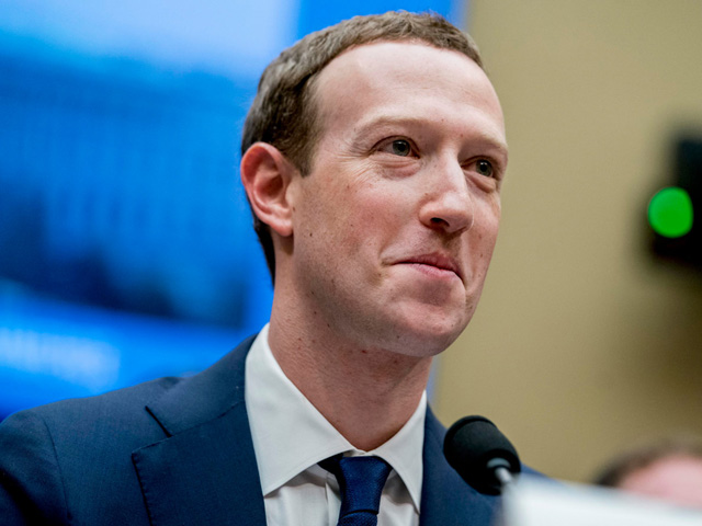 Mark Zuckerberg vẫn