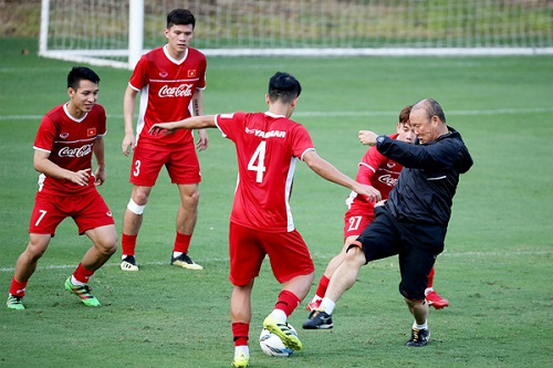 vi chien dich world cup 2022, vff quyet dinh doi lich v.league hinh anh 1