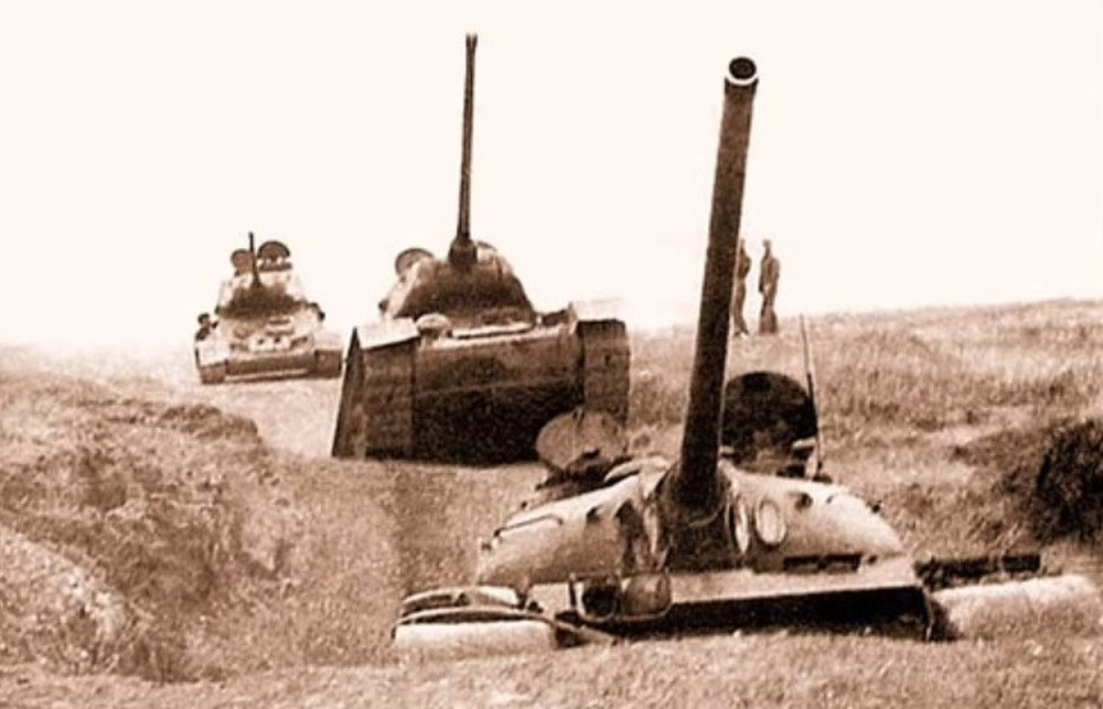 """chien tranh bien gioi 1979: """"ong lao"""" t-34-85 viet nam khien trung quoc khon don the nao? hinh anh 8"""