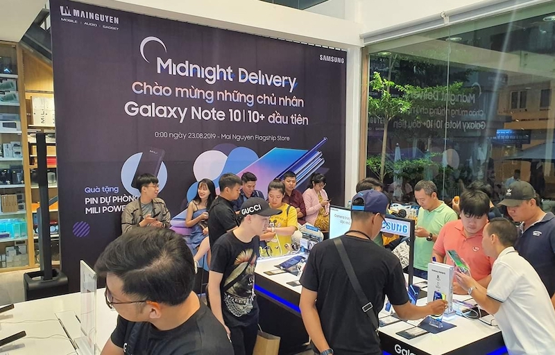khach dat mua galaxy note 10 gap doi galaxy note 9 hinh anh 1