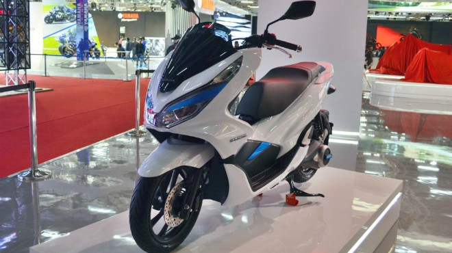 ro ri honda pcx 150 moi, so gang gay can voi yamaha nmax 155 hinh anh 1