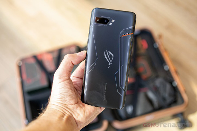 """tren tay smartphone choi game """"dinh dam"""" asus rog phone ii hinh anh 2"""