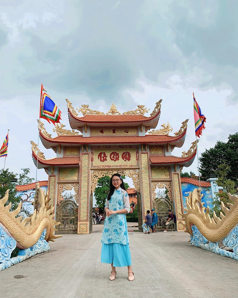 phuong my chi dien ao dai, hat tai nha tho to nghe tram ty cua hoai linh hinh anh 1