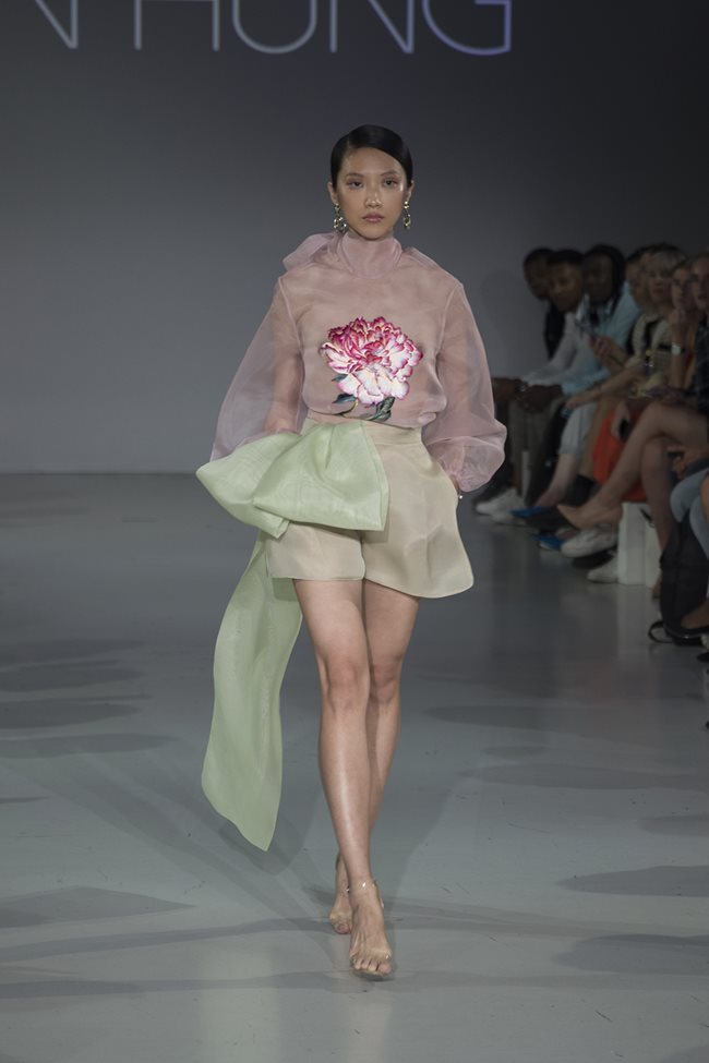 khanh linh lam vedette show tran hung hinh anh 11