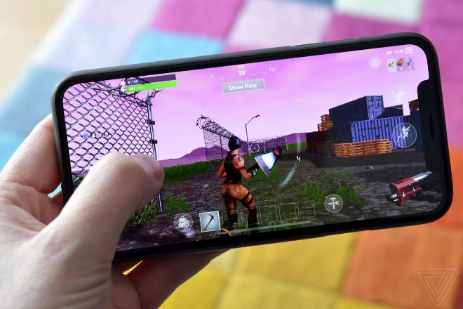 "cac game thu fortnite va pubg mobile to ios 13 da ""pha game"" hinh anh 1"