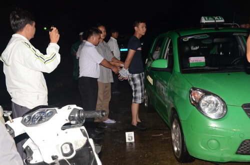 nghien co bac, tai xe taxi di… cuop taxi hinh anh 1