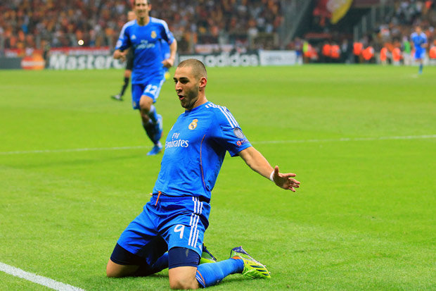 "chelsea ""quyet chien"" gianh benzema voi arsenal hinh anh 1"