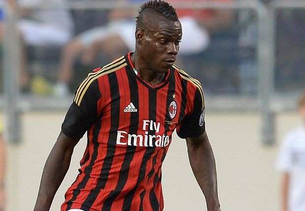 gay soc, real don tien mua balotelli hinh anh 1