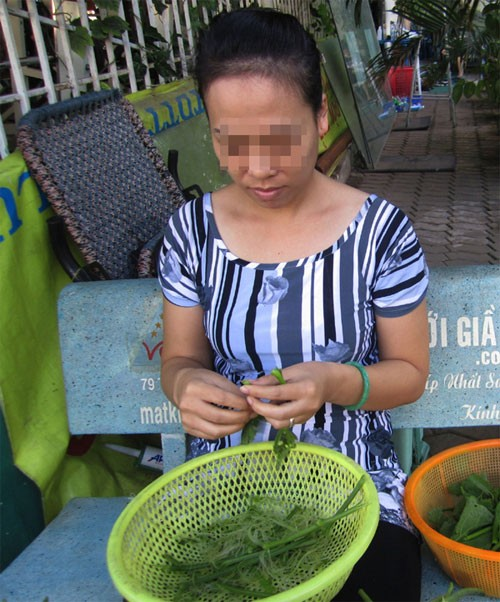 "cuoi ra nuoc mat nghich canh vo bi ""cam sung"", yeu luon chong cua tinh dich hinh anh 1"
