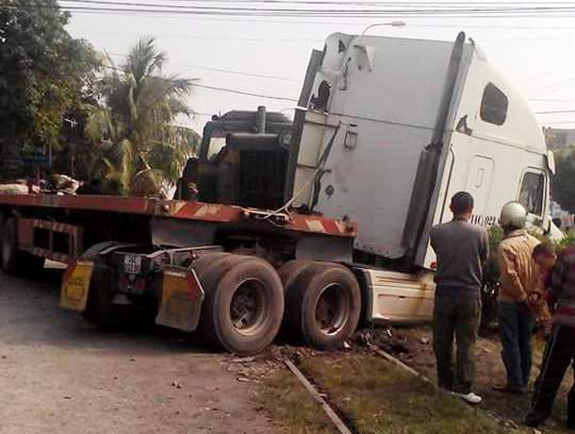 tau cho than keo re container tren duong ray hinh anh 2