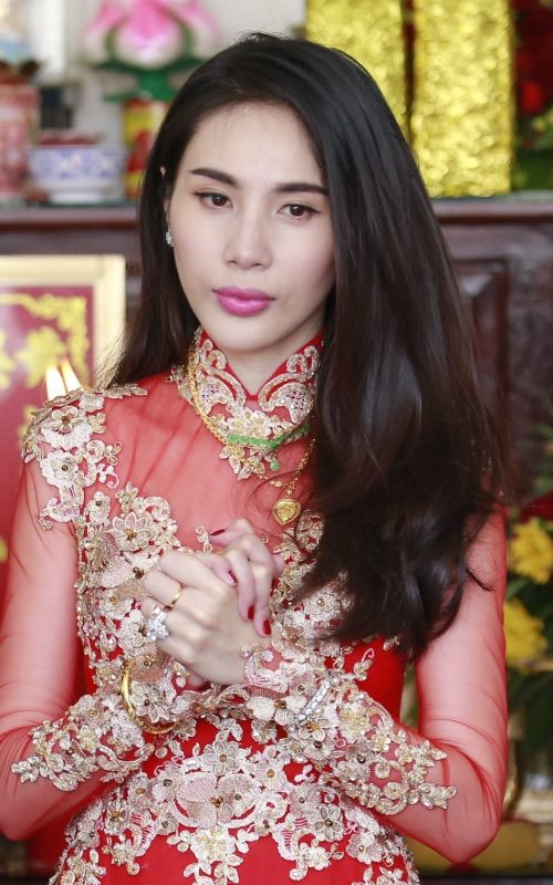 can canh trang suc dat tien cua thuy tien trong le cuoi hinh anh 7