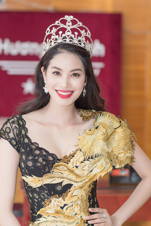 "9 khuon mieng rong ""dat gia"" nhat showbiz viet hinh anh 1"