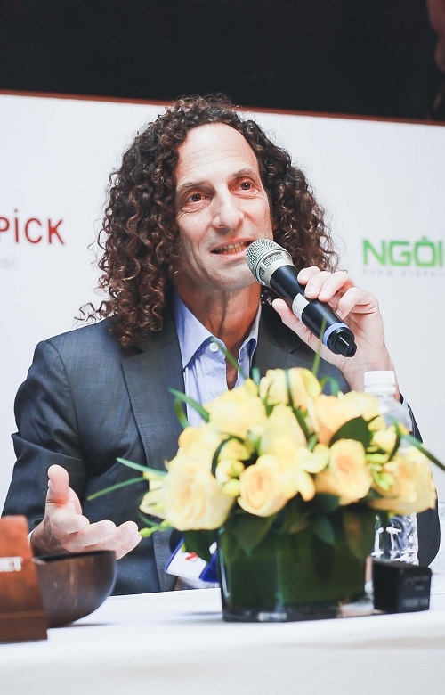 kenny g tiet lo ly do luon mang ken saxophone ben minh hinh anh 1