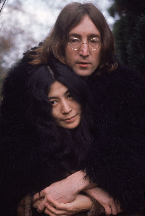 "vo john lennon tiet lo chong muon ""than mat"" voi dan ong hinh anh 1"