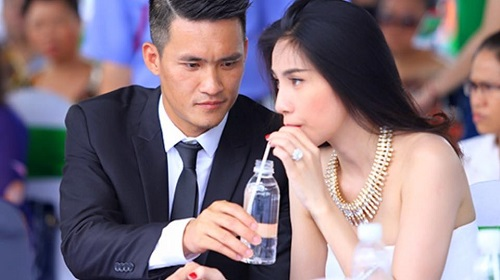 cong vinh che o cho thuy tien hat duoi con mua tam ta hinh anh 3