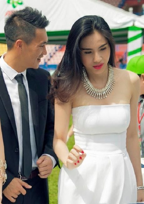 cong vinh che o cho thuy tien hat duoi con mua tam ta hinh anh 2