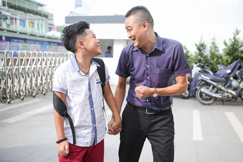 "cau be ""gay sot"" the voice kids duoc bo cham soc truoc chung ket hinh anh 7"