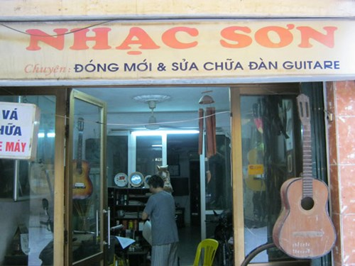 nguoi deo dan guitar cuoi cung dat ha thanh hinh anh 2