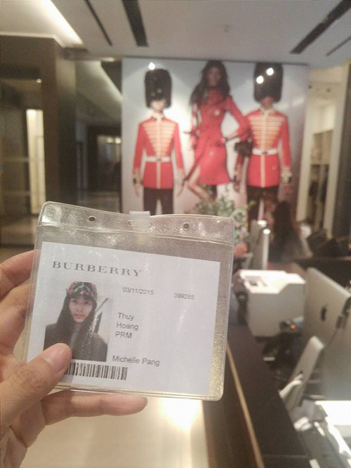 hoang thuy hoi hop casting cho thuong hieu burberry hinh anh 1