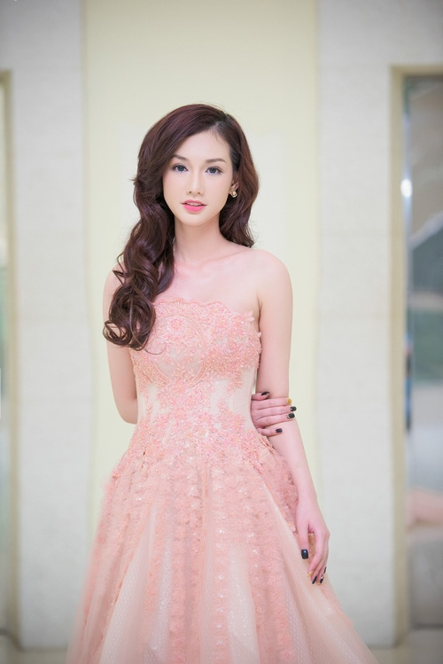 quynh chi lo ve met moi du trang diem ky luong hinh anh 7