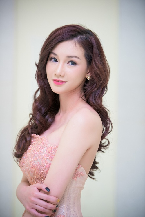 quynh chi lo ve met moi du trang diem ky luong hinh anh 3