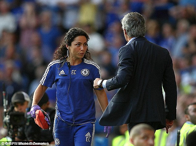 nu bac si kien mourinho dep long lay trong le cuoi hinh anh 12