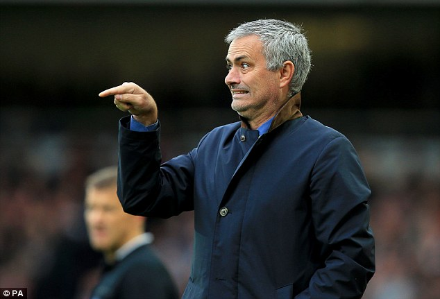 nu bac si kien mourinho dep long lay trong le cuoi hinh anh 14