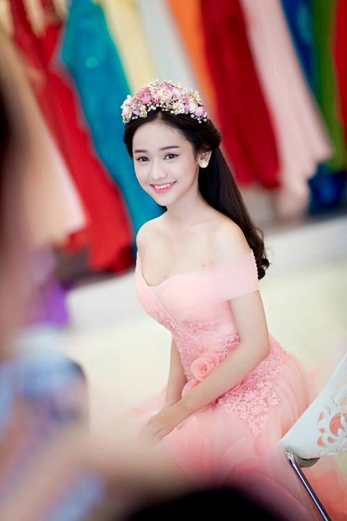 tron bo anh cuoi khoe vong 1 goi cam cua thuy vi hinh anh 1