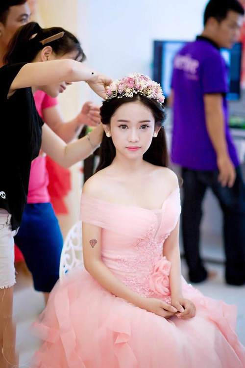 tron bo anh cuoi khoe vong 1 goi cam cua thuy vi hinh anh 12