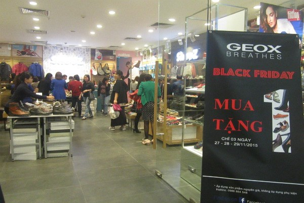 "black friday ha noi: chen lan do canh, ""bep ruot"" cho thanh toan hinh anh 4"