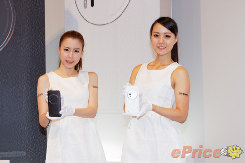 asus zenfone zoom chinh thuc ban ra, gia cao hinh anh 2