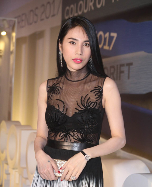 """thuy tien lien tuc gay """"nao loan"""" noi dong nguoi hinh anh 1"""