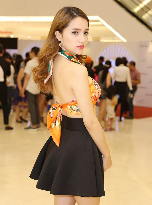 huong giang idol bien khan thanh noi y khoe vong 1 goi cam hinh anh 3