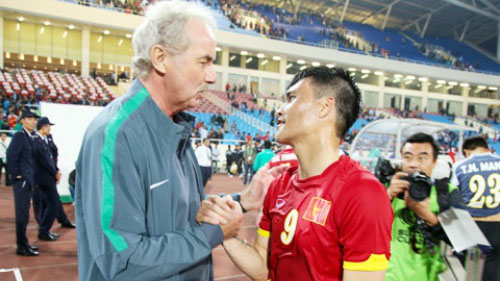 hlv riedl noi gi ve co hoi vo dich aff cup 2016 cua dt viet nam? hinh anh 1