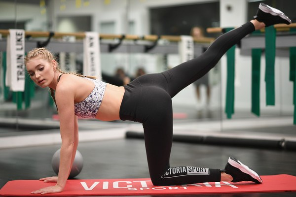 loat anh tap gym nong bong cua thien than victoria's secret hinh anh 6