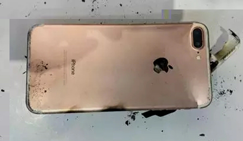 nong: iphone 7 plus tiep tuc phat no hinh anh 3