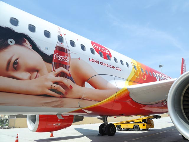 """bay cung cam xuc - uong cung cam xuc"" voi vietjet & coca-cola hinh anh 2"