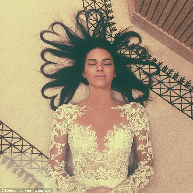 "fan ""soc"" vi kendall jenner xoa instagram bac ty cua minh hinh anh 1"