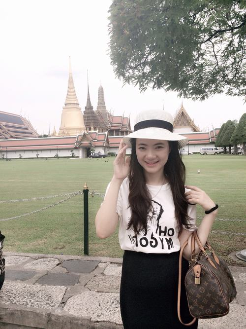 bat ngo voi ba me 2 con tre dep nhu gai 18 o ha noi hinh anh 2
