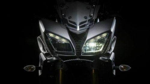 bmw f800gs adventure va yamaha fj-09: ai do van ai? hinh anh 3
