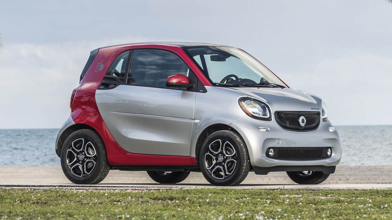 smart fortwo electric drive 2017 - giai phap toi uu cho duong pho chat hep hinh anh 1