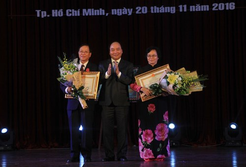 thu tuong nguyen xuan phuc tri an cac thay, co giao ca nuoc hinh anh 3